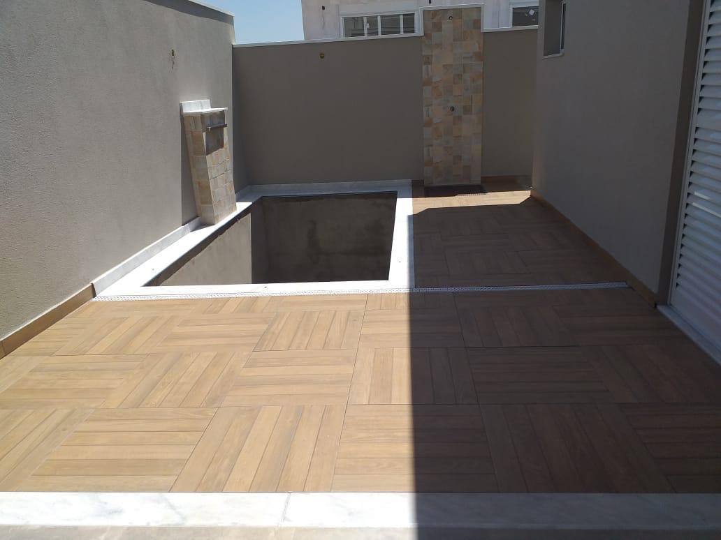 Linda Casa com 3 dormitórios à venda, 158 m² por R$ 650.000