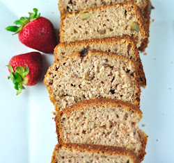 STRAWBERRY BREAD WITH FRESH STAWBERRIES