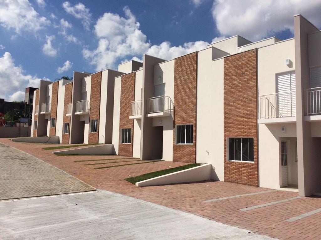 Sobrado em residencial à venda, em Condomínio, Jardim das Avencas (Fazendinha), Santana de Parnaíba.