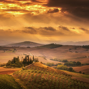 Tuscany by Ryszard Lomnicki - Landscapes Cloud Formations ( pienza, tuscany, sunset, slouds, sunrise, siena, italy,  )