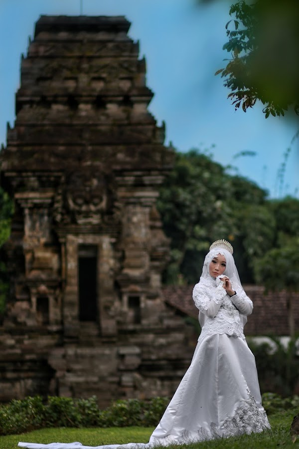 A Beautifull Bride by Mardi Tri Junaedi - Wedding Bride ( #historicalplace, #amazingplace, #prettyplace, #temple, #beautifull )