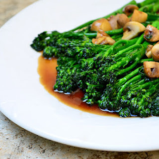 Tenderstem Broccoli and Mushrooms in Oyster Sauce