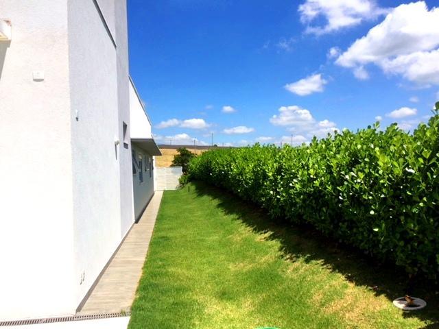 Casa no condomínio Xapada de Itucom 4 suites, fundo para a mata preservada, piscina com borda infinita. Venda totalmente mobiliada.