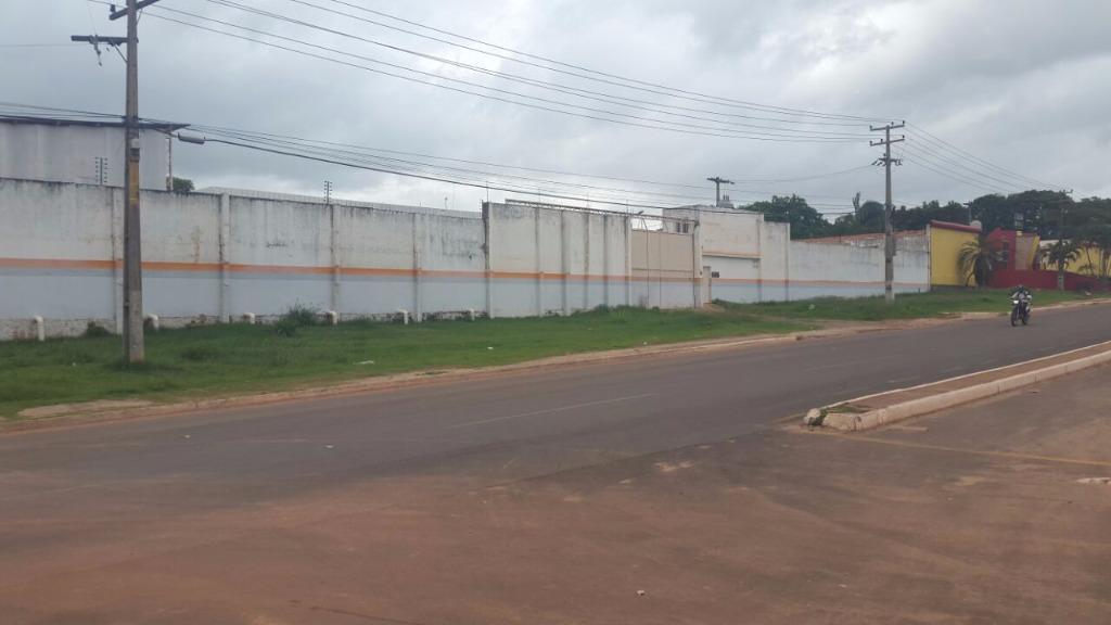 Galpão industrial na avenida Pedro Neiva