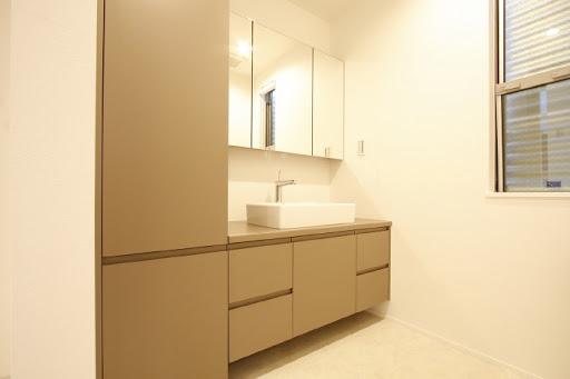 1階:収納スペースが充実した洗面