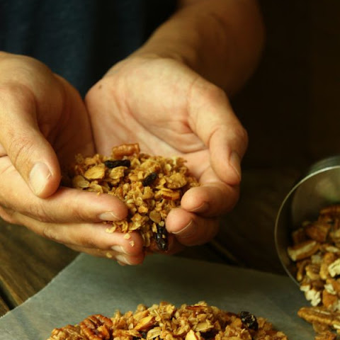 Homemade Cinnamon Pecan Raisin Granola