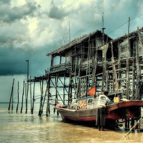 Dabo Singkep Fisherman by Ji Pan - Transportation Boats ( hdr, boats, landscapes )