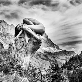 nudeart on a tree stalk by Reto Heiz - Nudes & Boudoir Artistic Nude ( outdoor, female nude, nudephotography, black and white, nude, nudeart )