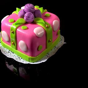 Gift cake by Cristobal Garciaferro Rubio - Food & Drink Candy & Dessert ( gift cake, cake, gift, candy, dessert )
