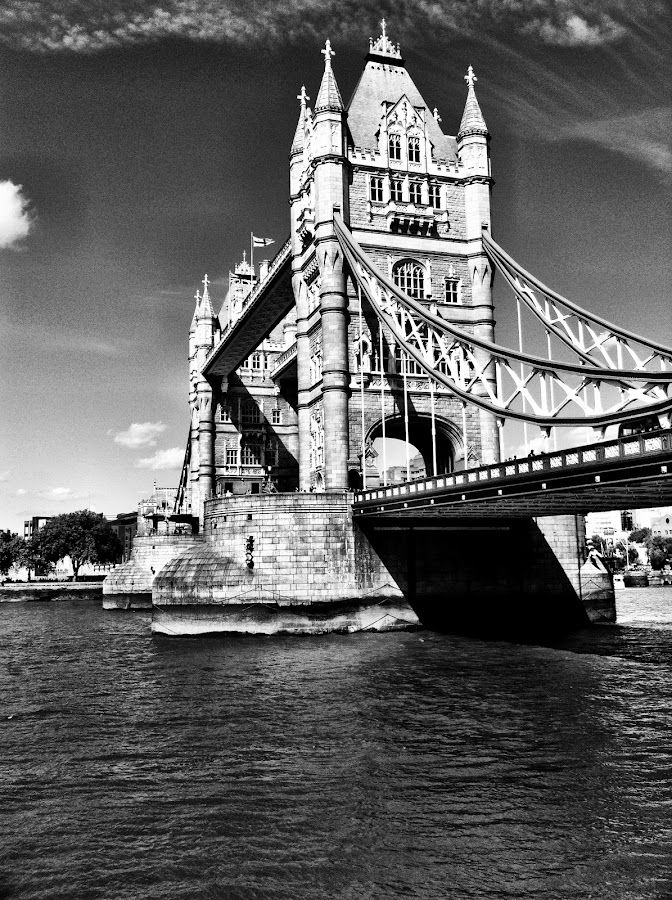 Tower bridge by Joshua Malcolm  - Instagram & Mobile iPhone