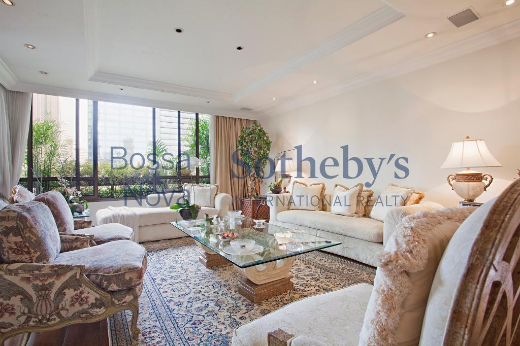 Elegante apartamento no Itaim Nobre