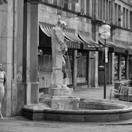 Sunday morning in Munich by Tomas Fensterseifer - Nudes & Boudoir Artistic Nude ( rodinmuse, munich, nude, outdoor, city )
