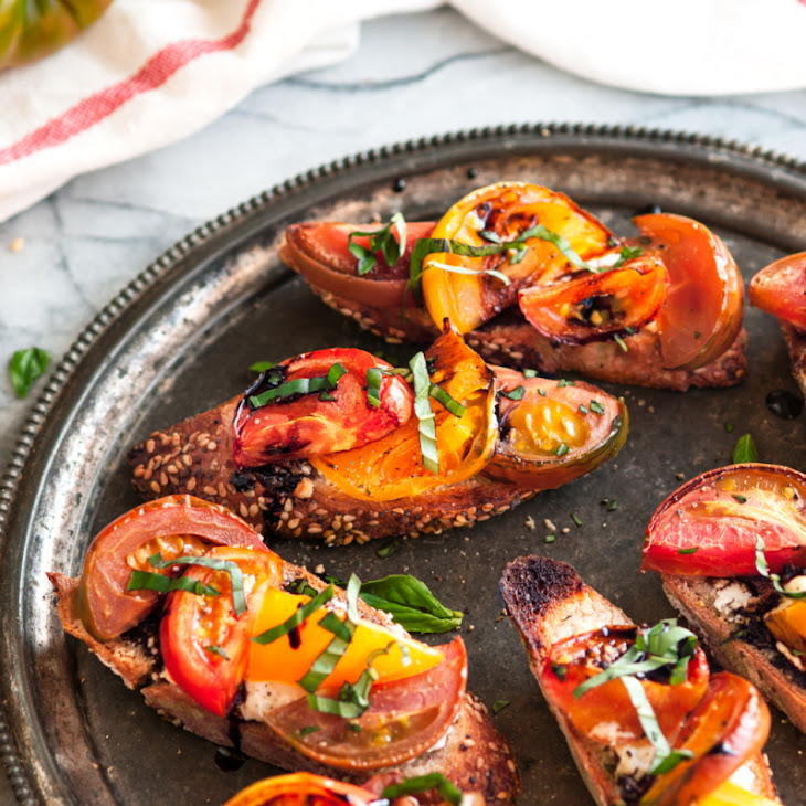 Roasted Heirloom Tomato and Goat Cheese Bruschetta Recept | Yummly