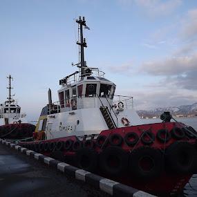 Tamara 2 , Batumi seaport by Givi Datunashvili - Transportation Boats ( adjara, batumi, tamara 2. )