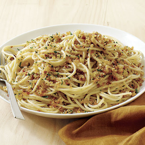 Spaghetti with Fresh Breadcrumbs, Garlic, and Extra-Virgin Olive Oil