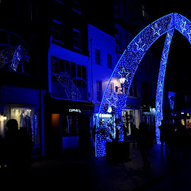 Arches of South Molton Street by DJ Cockburn - Public Holidays Christmas ( bond street, festive, building, uk, south molton street, peoplelondon, arch, decoration, street, christmas, road, architecture, people, lights, england, winter, london, blue, night, shopping, illumination, retail )
