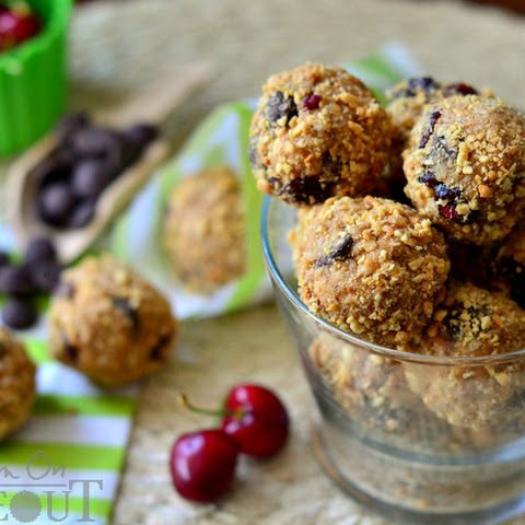 Dark Chocolate Cherry Peanut Butter Oat Bites