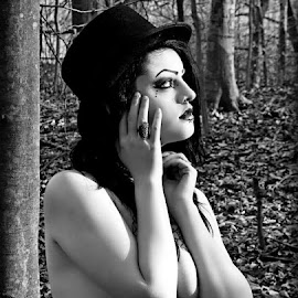 Kenzie In The Woods by Kelli Hayes - Nudes & Boudoir Artistic Nude