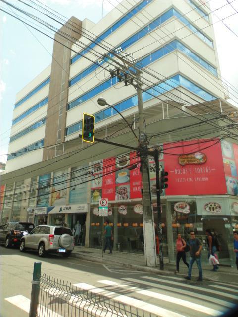Ótimas lojas no coração da cidade, vários comércios e serviços próximo.