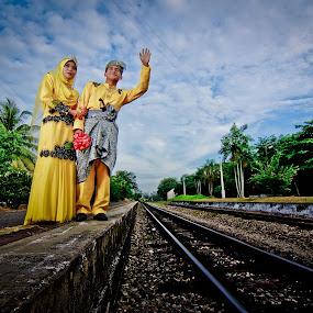 Munir Intan by Oren Kaler - Wedding Bride & Groom ( wedding, outdoor, malay )