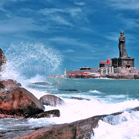 ::...Wavesss Smasheddd...:: by Avinash Lodhi - Landscapes Beaches ( water, statue, waves, rock.clouds )