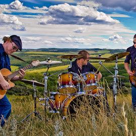 Starewell by Dave Lipchen - People Musicians & Entertainers ( field, starewell, three member band, grundge rock, calgary group )