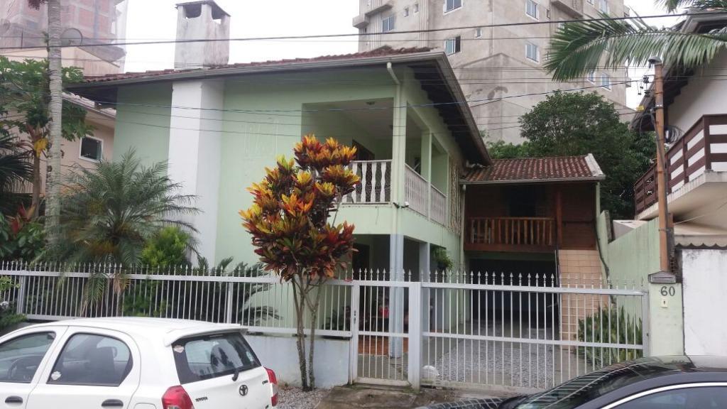 Casa 4 quartos a 200mts da praia em Itapema / SC