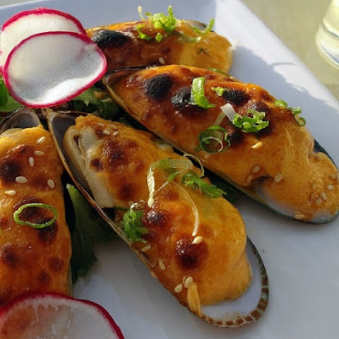 Oven Baked Mussels with Cheese