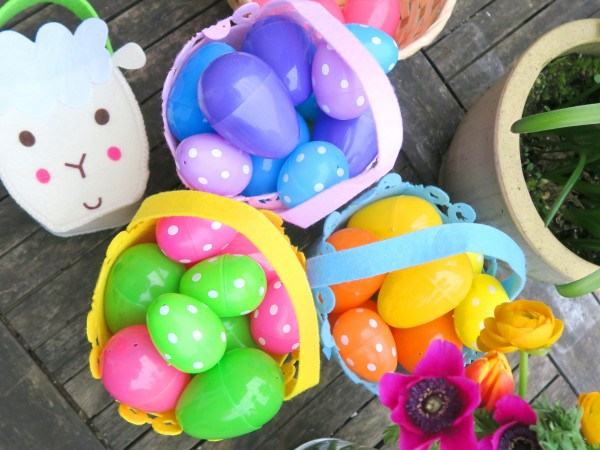 coloured_plastic_eggs