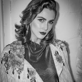 1940s Actress........ by Frank DeChirico - Black & White Portraits & People