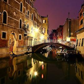 Venise - Sérénité nocturne by Gérard CHATENET - City,  Street & Park  Night