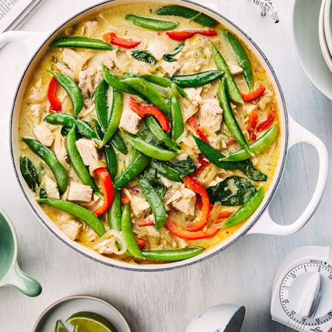 Easy Green Curry With Chicken, Bell Pepper, and Sugar Snap Peas