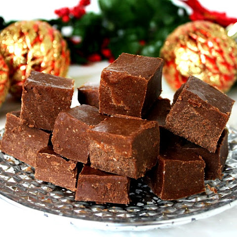 Healthy Holiday Fudge (Raw, Vegan, Gluten-Free, Dairy-Free, Paleo-Friendly, No Refined Sugar)