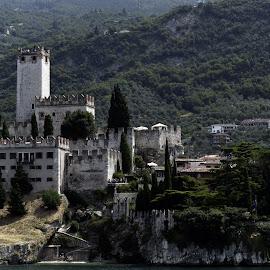 Castello scaligero by Francesca Ferrari - Landscapes Travel ( lago, montagna, acqua, scaligero, garda, castello )