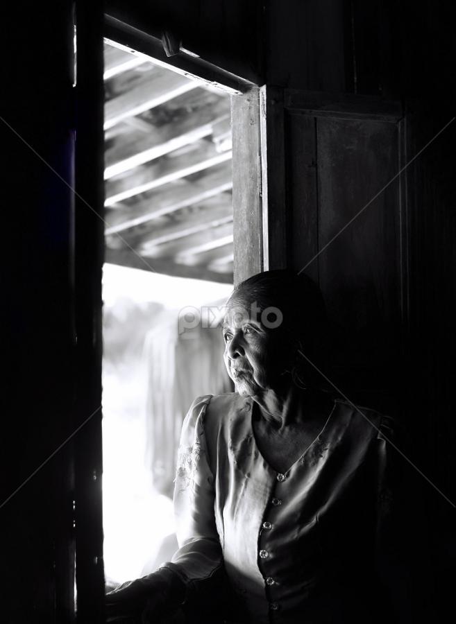 Menunggu Harapan by Doeh Namaku - People Fine Art