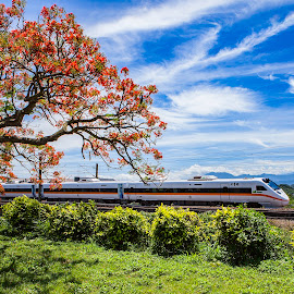 Clouds and train encounter by 灃 白 - Landscapes Cloud Formations