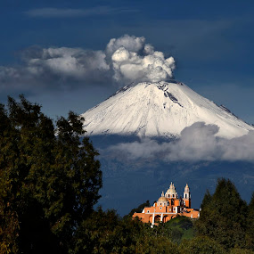 Popocatepetl, smoking well capped by Cristobal Garciaferro Rubio - Landscapes Mountains & Hills ( cholula, mexico, puebla, popocatepetl, snowy volcano )