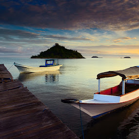 :: berlabuh :: by Eddy Due Woi - Transportation Boats ( flores, riung, travel, landscape, boat )