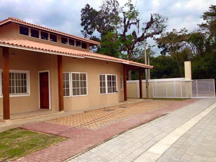 Casas Lineares no Chácara Mariléa (Rio das Ostras) em Condom