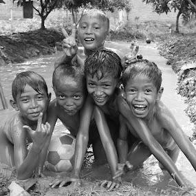 i'm happy by Bhako N Bhako - Babies & Children Child Portraits