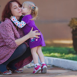 Minha Mamae by Rubens Kroeger - People Family ( mother, happy, family, outdoor, daughter, children )