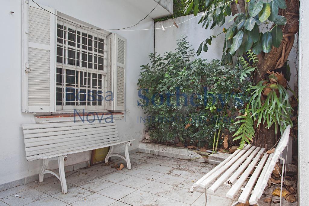 Casa para reforma em ótima localização