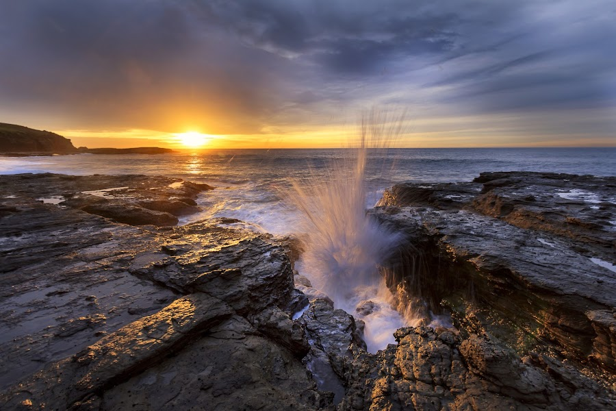 Kiama Sunrise by Andy Hutchinson - Landscapes Sunsets & Sunrises ( kiama, splash, gerringong, wave, nsw, sunrise )