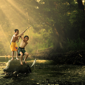 Catch !!! by Alamsyah Rauf - Babies & Children Children Candids ( people )