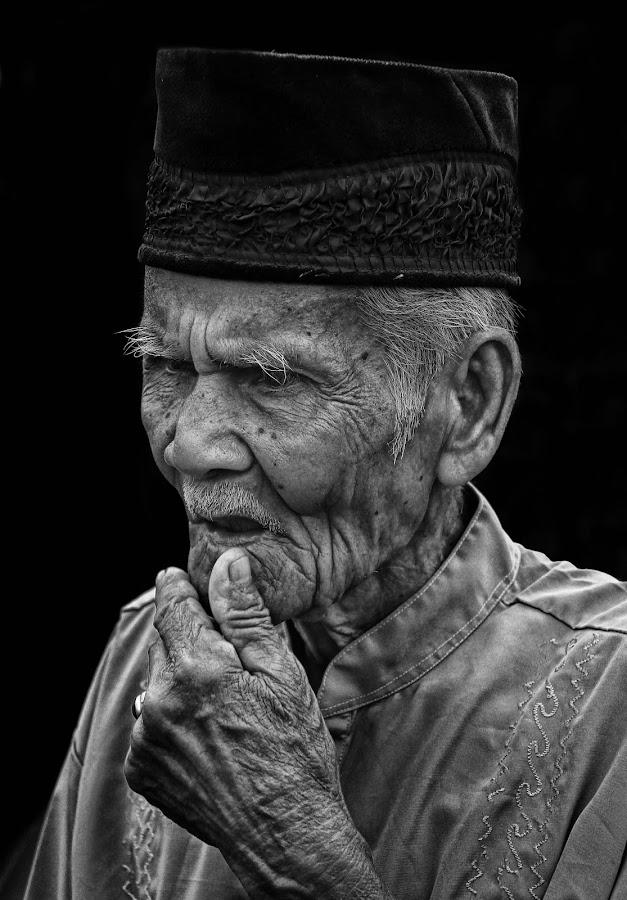 by Oji Blackwhite - People Portraits of Men ( senior citizen )