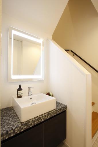 1階:階段横の洗面スペース