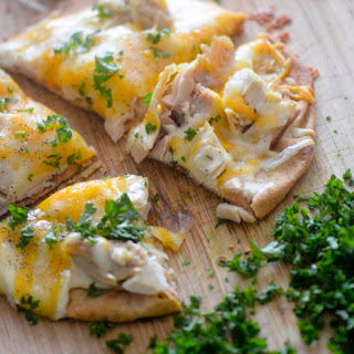 Healthy Chicken Alfredo Pita Pizzas!