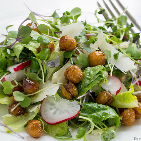 Microgreens Salad with Roasted Chickpeas