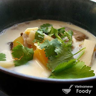 Pumpkin Braised in Coconut Milk (Canh Bi Ro Ham Dua Recipe)