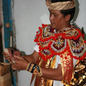Masked Man by Putu Purnawan - People Musicians & Entertainers ( fasion, bali, mask, man )